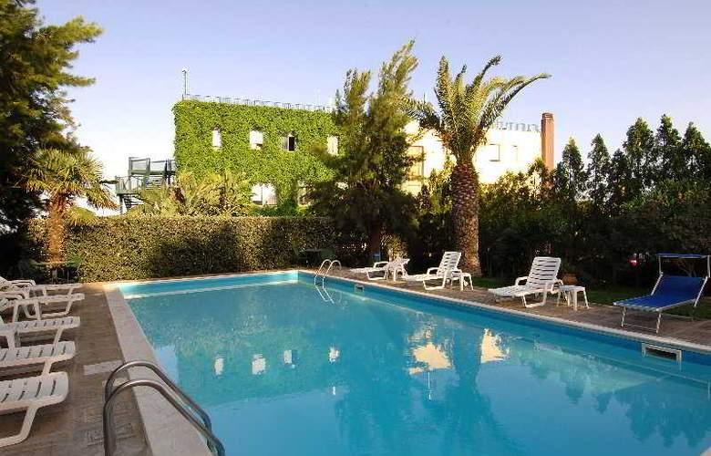 Eden Riviera - Pool - 0