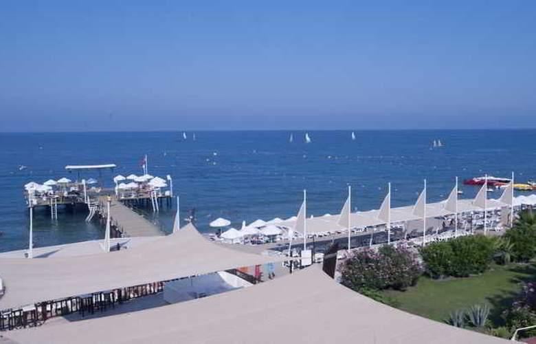 Crystal Flora Beach Resort - Beach - 15