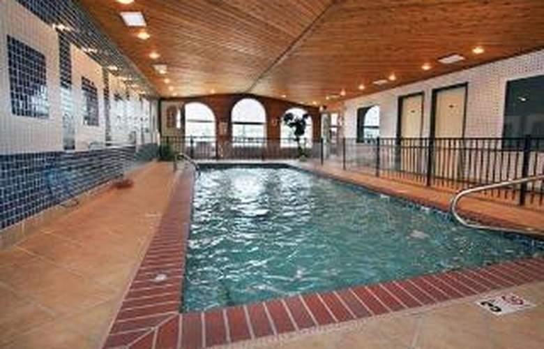 Rodeway Inn & Suites near Okoboji Lake - Pool - 3