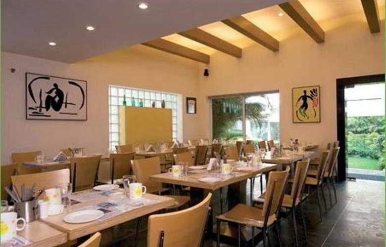 Lemon Tree Hotel, Udyog Vihar - Restaurant - 8