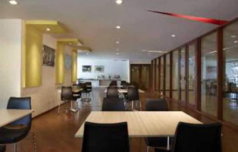 Formule 1 Menteng - Restaurant - 11