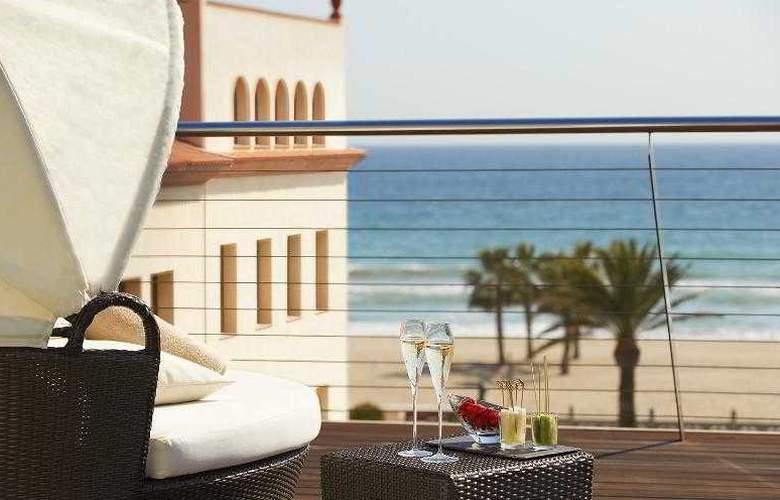 Le Meridien Ra Beach Hotel & Spa - Terrace - 67