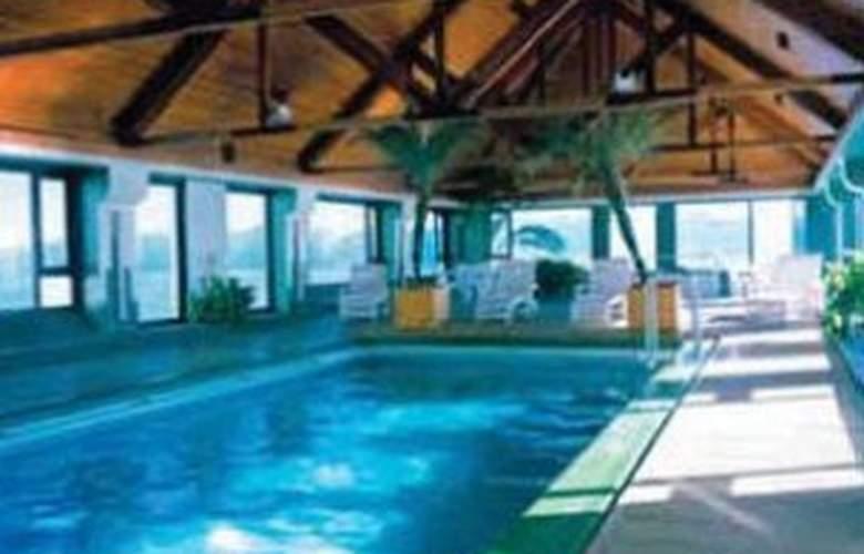 Panamericano Bariloche - Pool - 2