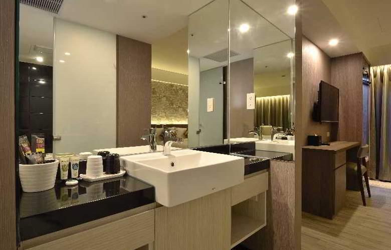 Regal Executive Suites - Room - 13