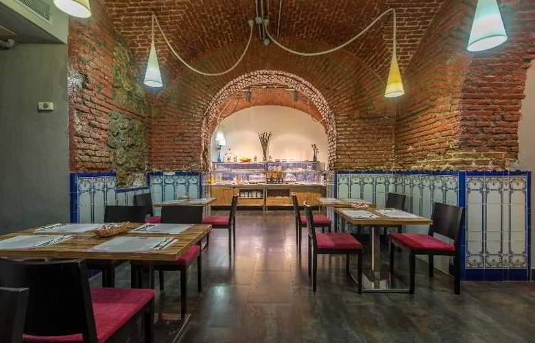 Hotel Petit Palace Plaza del Carmen - Restaurant - 23