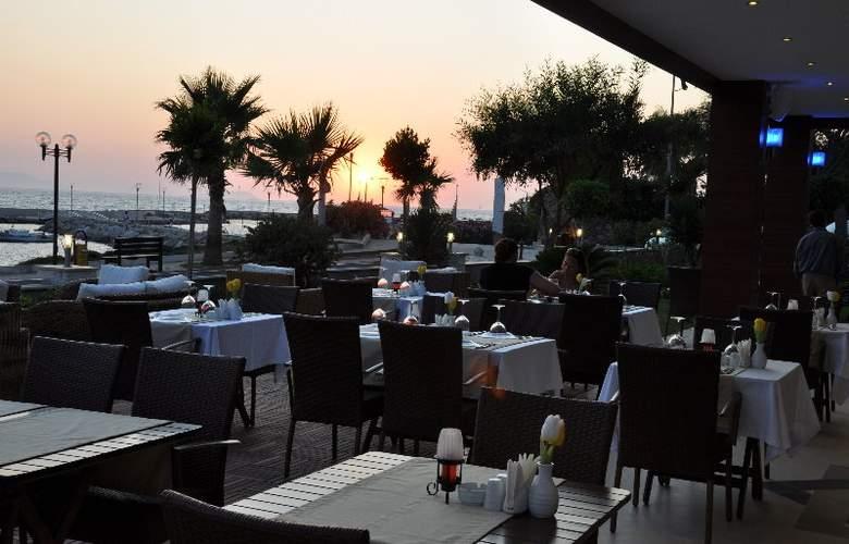 Small Beach Hotel - Restaurant - 5