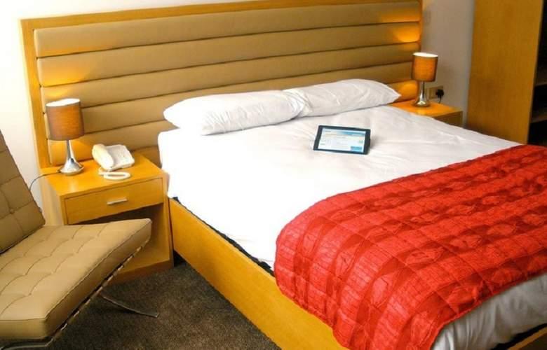 Comfort Luton - Room - 8