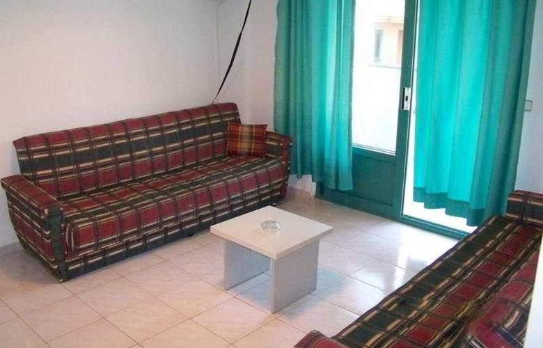 Club Caprice Apartments - Room - 2