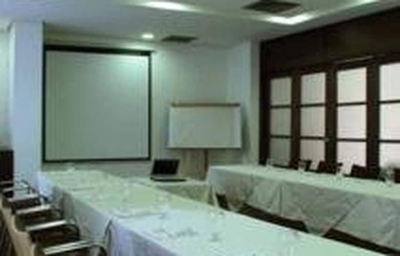 Poblado Alejandría - Conference - 7