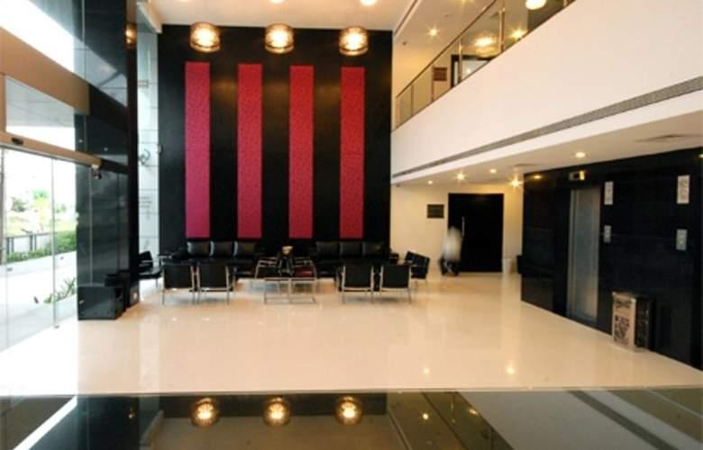 Clarks Inn Suites Pune - Hotel - 3