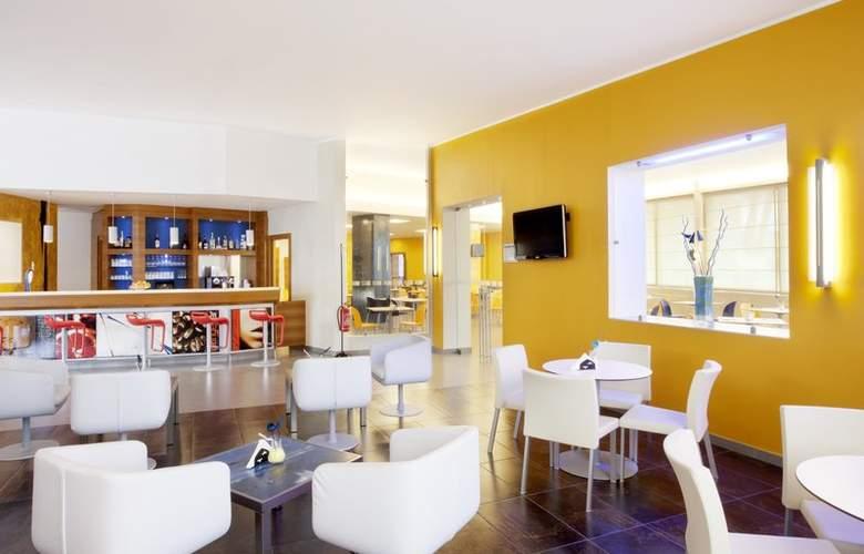 Holiday Inn Express Milan-Malpensa Airport - Bar - 18
