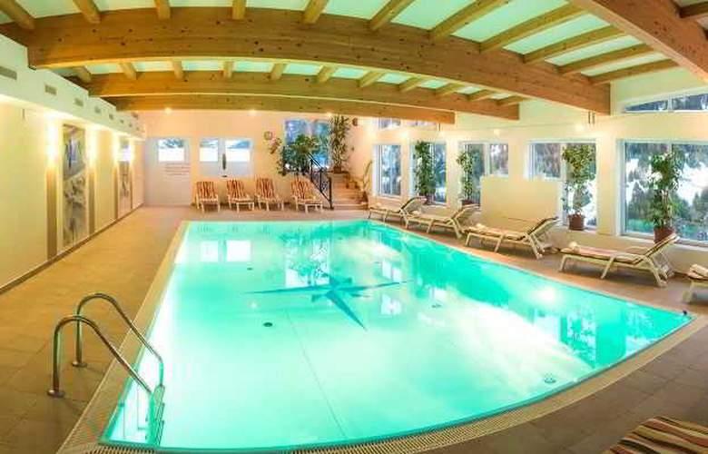 Karl Schranz - Pool - 2
