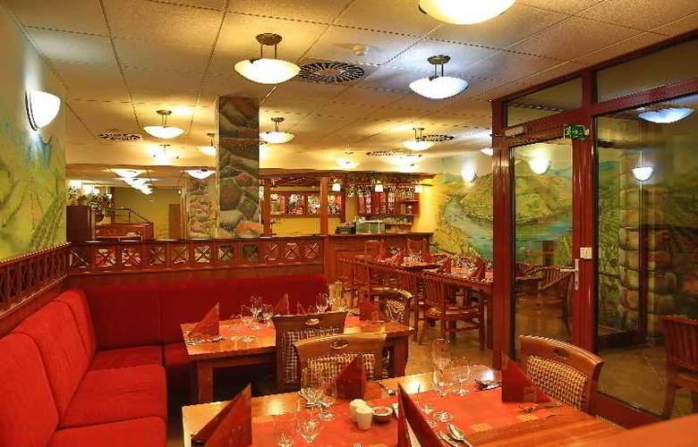 Primavera Hotel & Congress Centre - Bar - 16