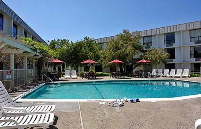 Motel 6 San Francisco Belmont - Pool - 3