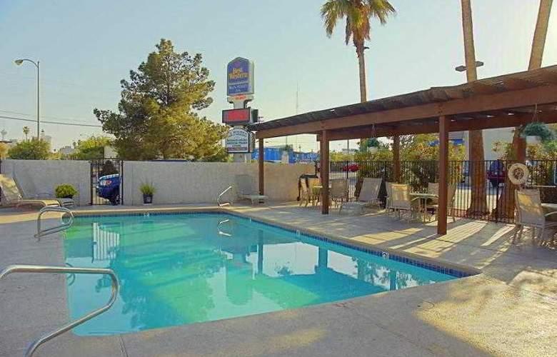 Americas Best Value Inn Downtown Las Vegas - Pool - 7