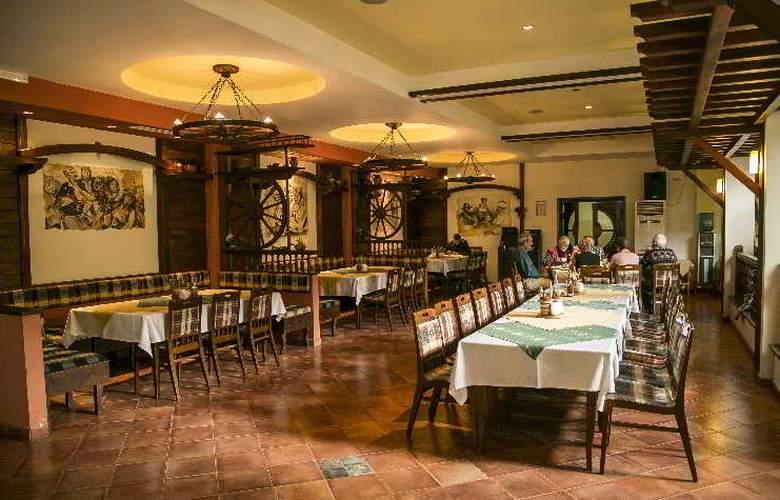 Spa Hotel Devin - Restaurant - 20