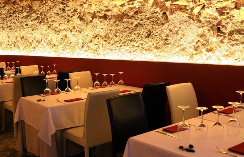 Petit Hotel Hostatgeria Sant Salvador - Restaurant - 22