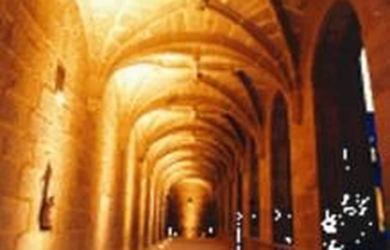 Monumento Monasterio de San Clodio - Hotel - 1