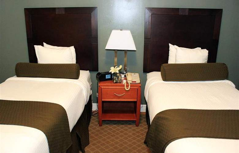 Best Western Plus Hospitality House - Apartments - Room - 108