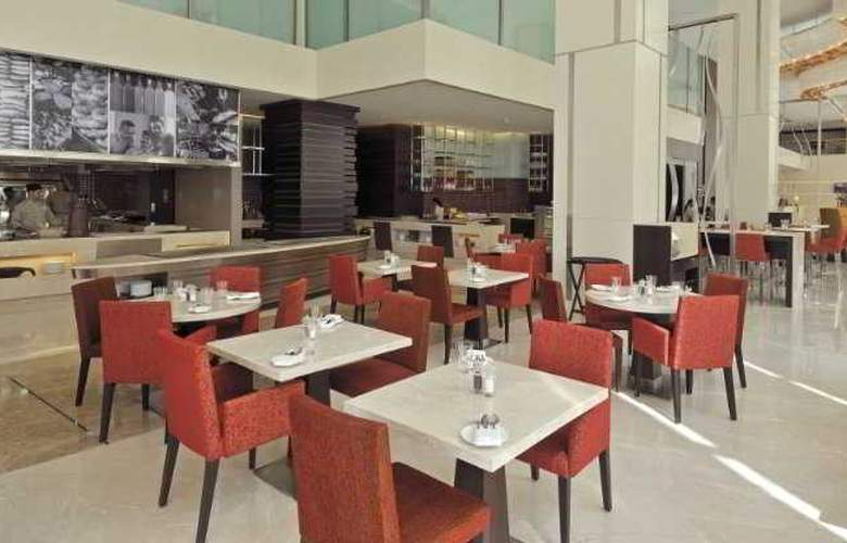 Holiday Inn Mumbai International Airport - Restaurant - 10