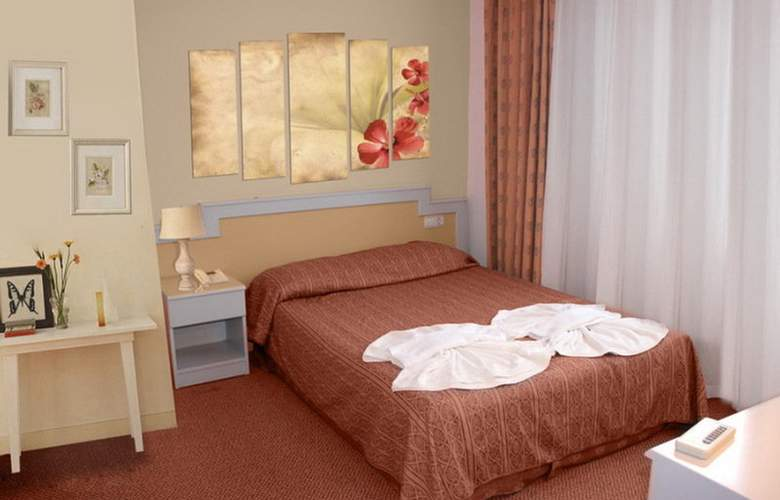 Aymes Hotel - Room - 1