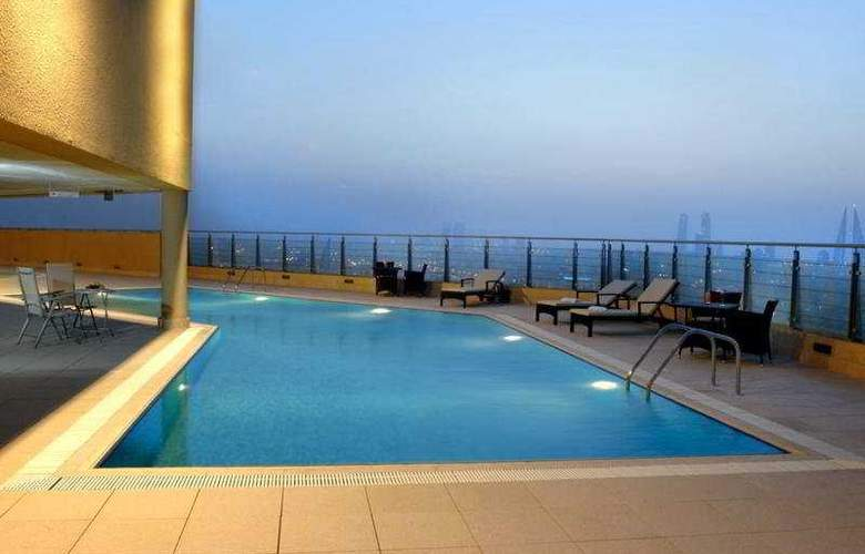 Marriott Executive Apartments Manama - Pool - 5