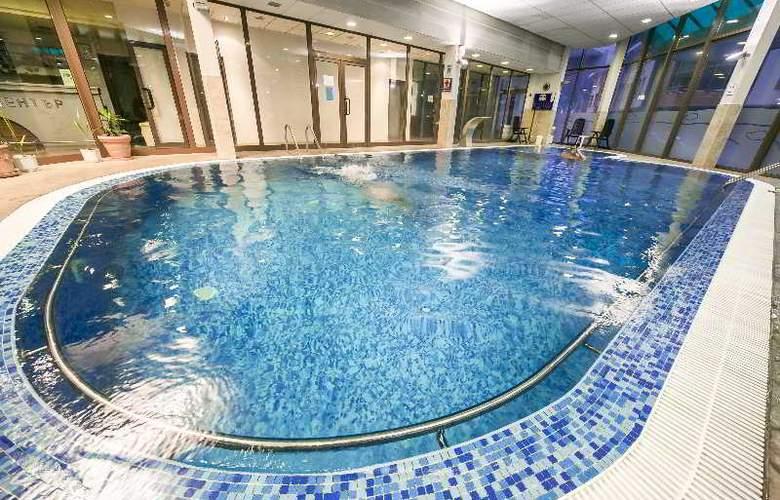 Spa Hotel Devin - Pool - 17