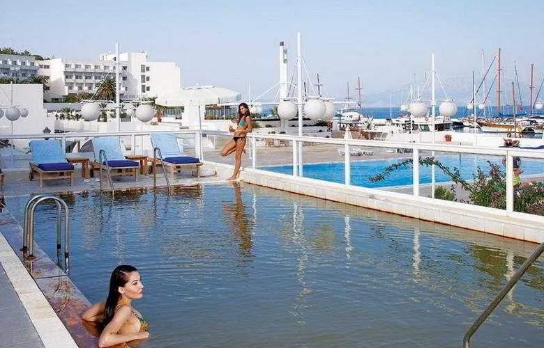 Altin Yunus Resort & Thermal Hotel - Pool - 5