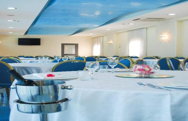 Hotel Premiere - Restaurant - 23
