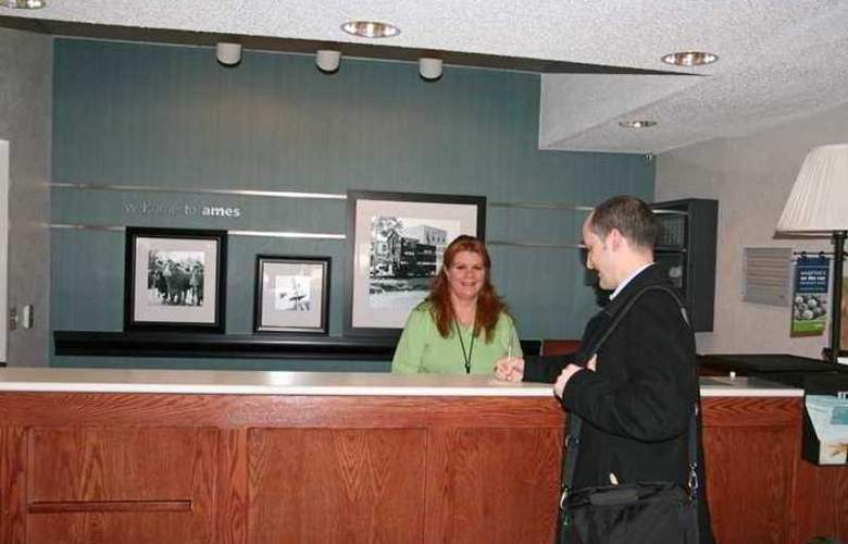 Hampton Inn Ames - Hotel - 2