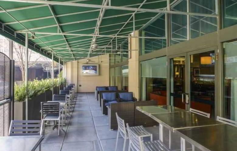 Hampton Inn Center City - Terrace - 16
