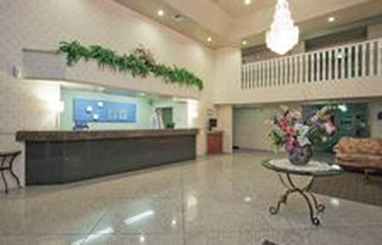 Holiday Inn Express Bakersfield - Hotel - 0