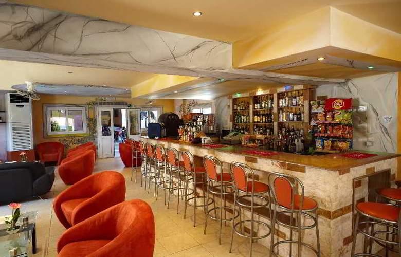 Marietta Hotel Apartments - Bar - 7