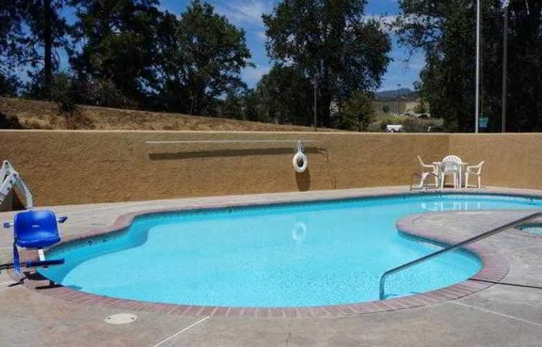 Americas Best Value Inn Oakhurst - Pool - 20