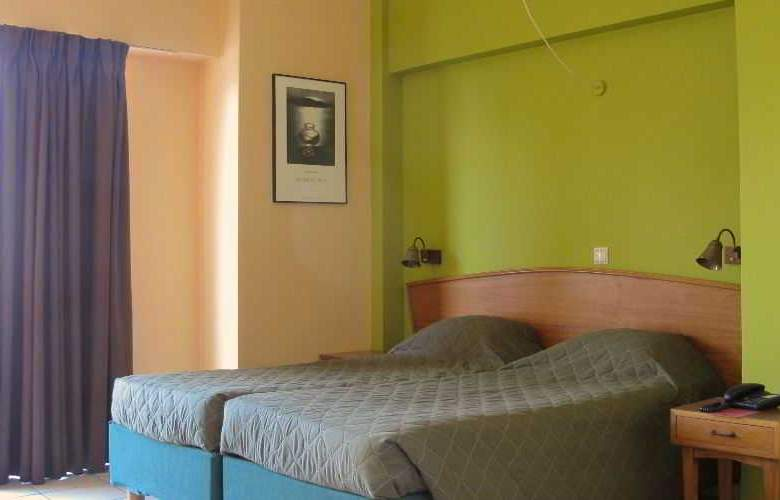 Evripides - Room - 12