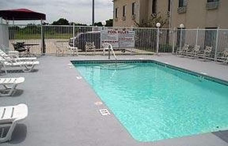 Comfort Suites - Pool - 5