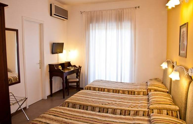 Ares Hotel - Room - 1