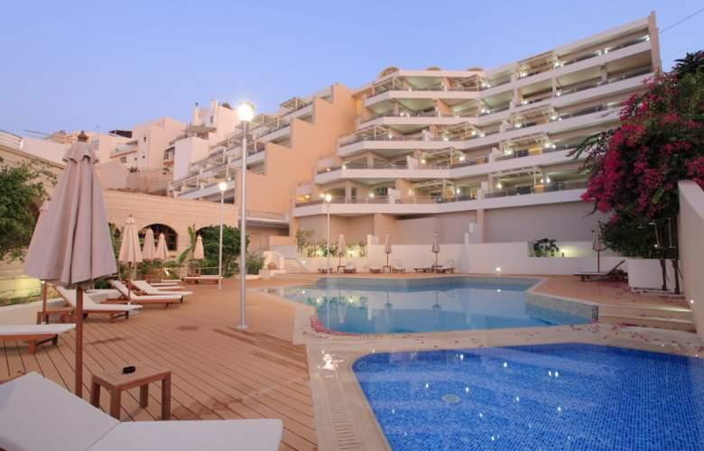 Macaris - Hotel - 0