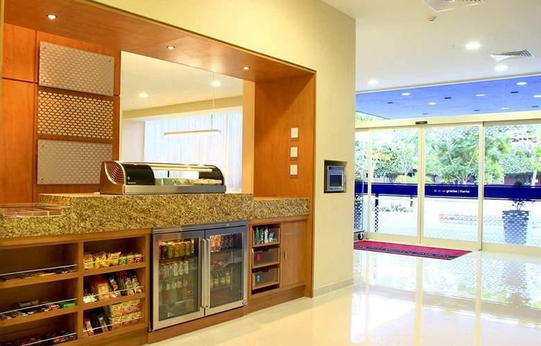 Hampton Inn By Hilton Guadalajara - Expo - Bar - 25