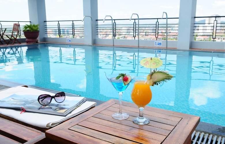 Romance Hotel Hue - Pool - 13