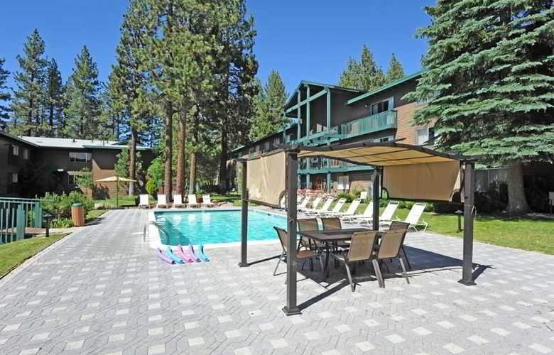 Forest Suites Resort - Pool - 3
