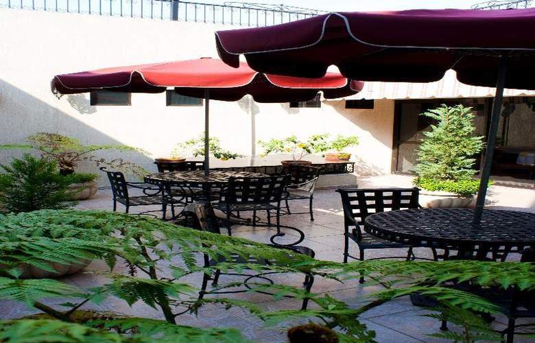 Casino Plaza Guadalajara - Terrace - 19