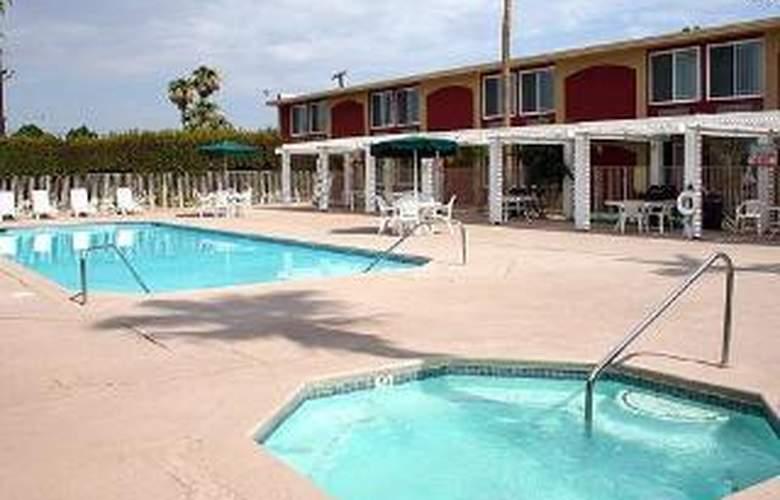 Clarion Inn - Pool - 5