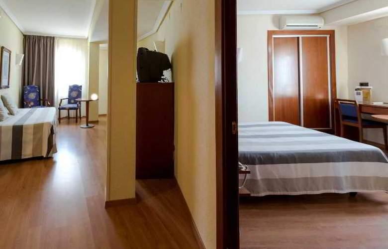Apartamentos Torreluz - Room - 10