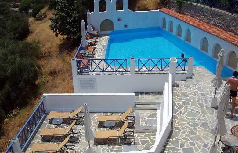 Kerame Hotel & Studios - Pool - 39