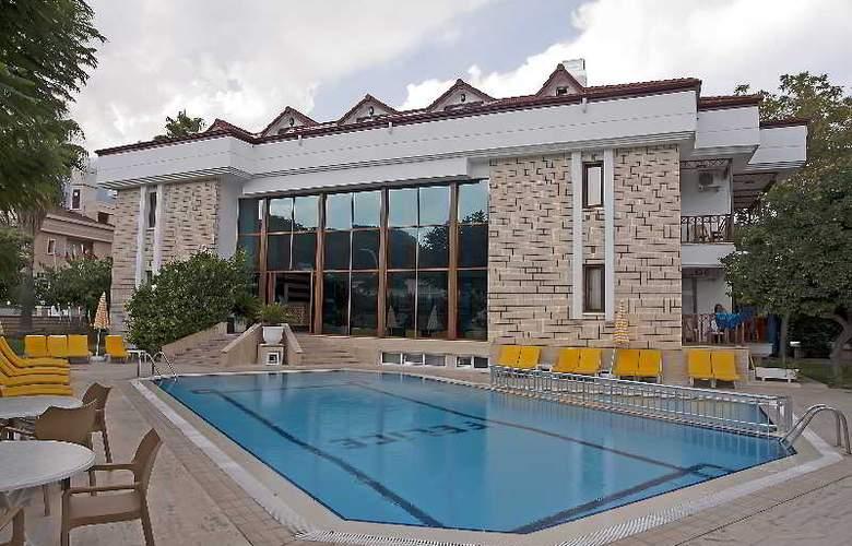 Felice Hotel - Pool - 29