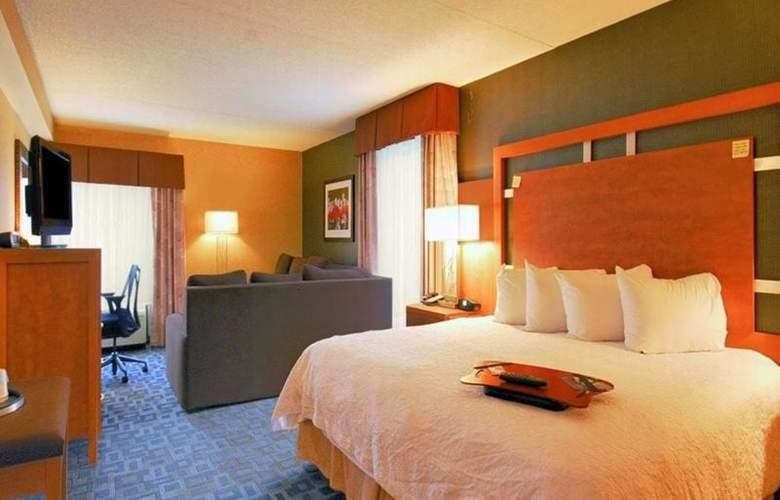 Hampton Inn Clinton - Room - 22