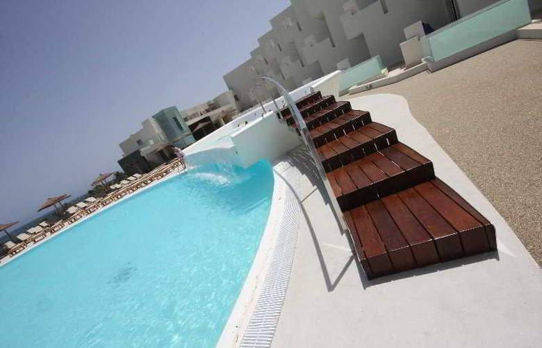 HD Beach Resort & Spa - Pool - 7
