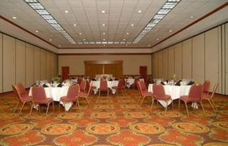 Clarion Hotel & Conference Center - Restaurant - 5