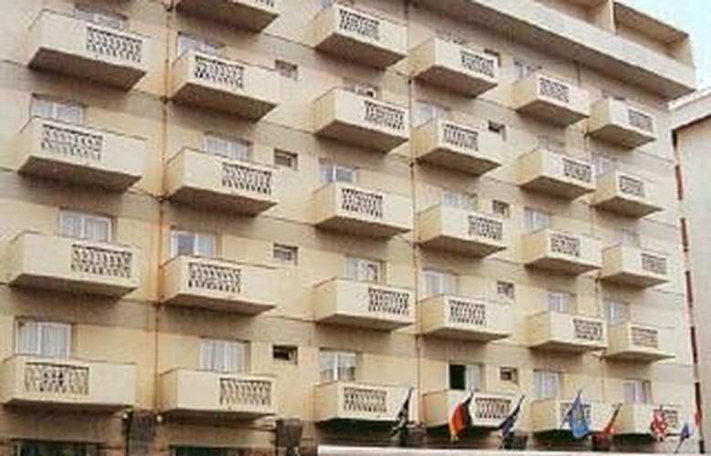 Baia Monte Gordo - Hotel - 0